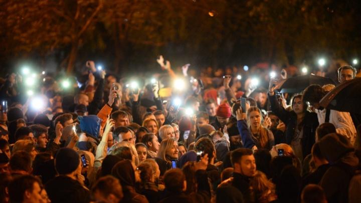Людей разогнал не ОМОН, а дождь: репортаж с четвертого дня протестов из-за стройки в сквере у Драмы