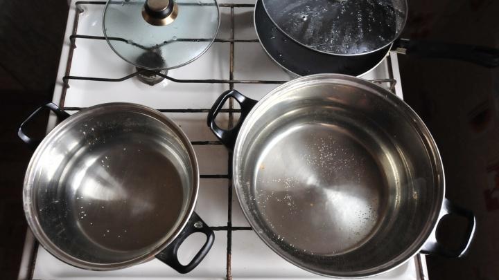 Жители Городка чекистов на месяц остались без горячей воды из-за аварии, но устранять её пока некому