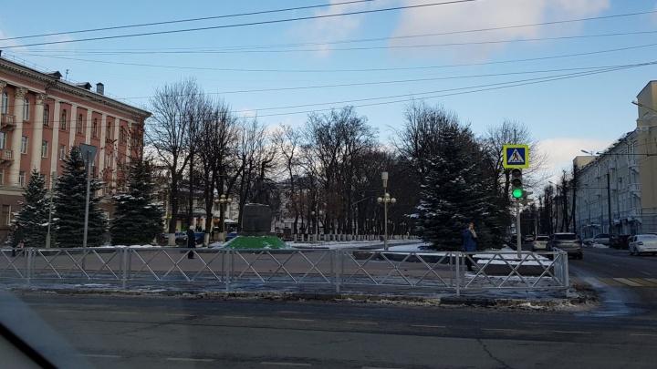 В Ярославле проспект окружили заборами по проекту пятилетней давности