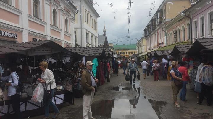 Трусы не понравились, а это можно? Ярославцы раскритиковали балаган из палаток в центре города
