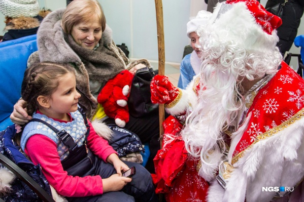 Жители Новосибирска и области в этом году отправили 900 писем в резиденцию Деда Мороза в Великий Устюг