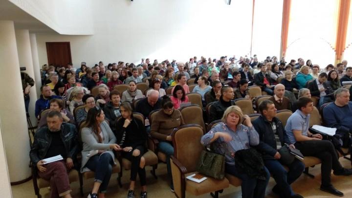 Слушания о двух новых домах в «Южном берегу» прошли с жаркими криками и жалобами жителей