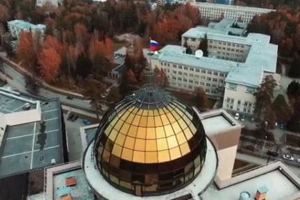 Виктор рассказал, что снимал осенний Академгородок незадолго до того, как выпал снег
