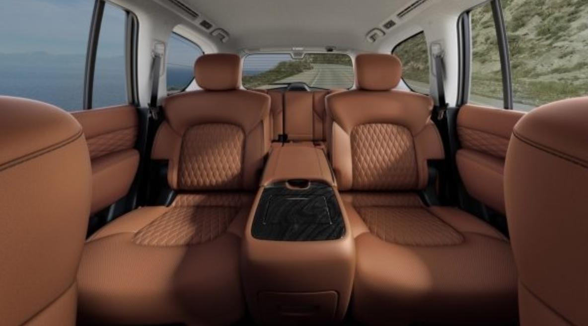 На задних сиденьях удобство: пространство для ног составляет 1041,4 мм