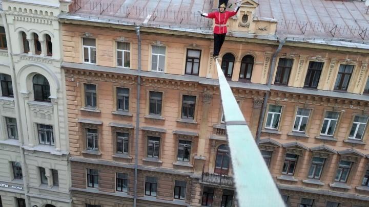 Все ради фильма с Камбербэтчем: уралец рассказал, зачем прошелся по канату на высоте 20 метров