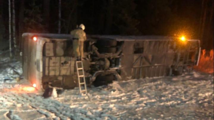 После ДТП на Пермском тракте, где перевернулся автобус, в больницу попала 17-летняя фанатка Коржа