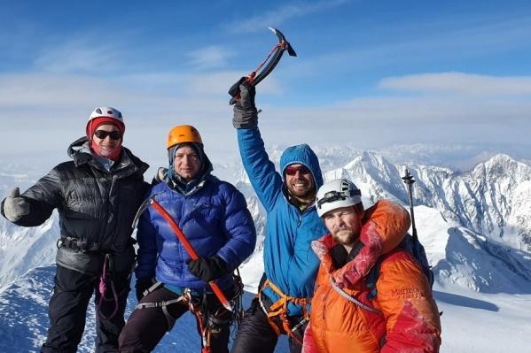 Красноярские альпинисты 4-й год подряд поднимаются по этому маршруту
