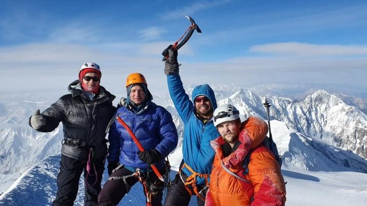 Красноярские альпинисты за 9 дней поднялись на два«пятитысячника» — Эльбрус и Казбек