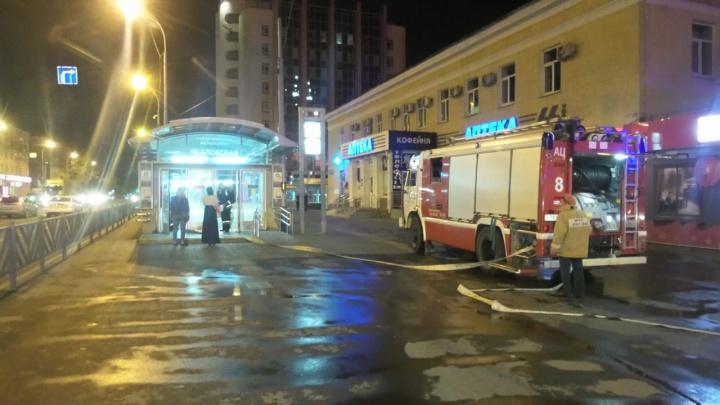 По легенде поезд шел с «Ботанической» и загорелся: в Екатеринбурге спасатели устроили учения в метро
