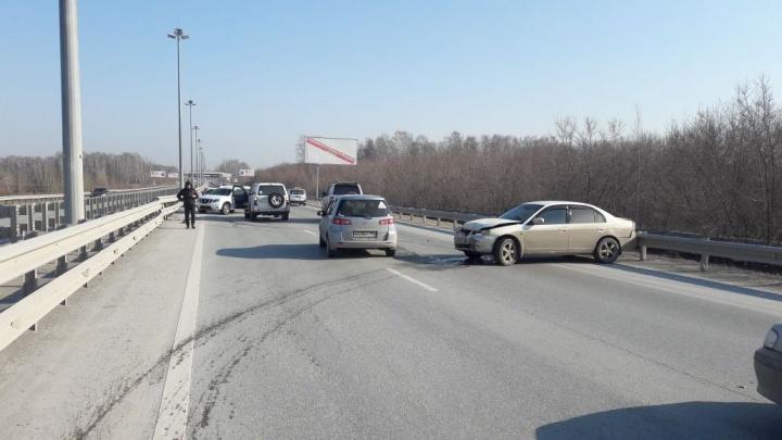 «Хонда» выбросила «Ниссан» в отбойник на Советском шоссе: пострадала девушка