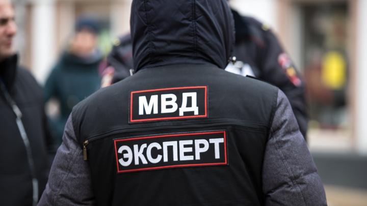 В Новошахтинске налетчик, угрожая саблей, забрал чужие деньги