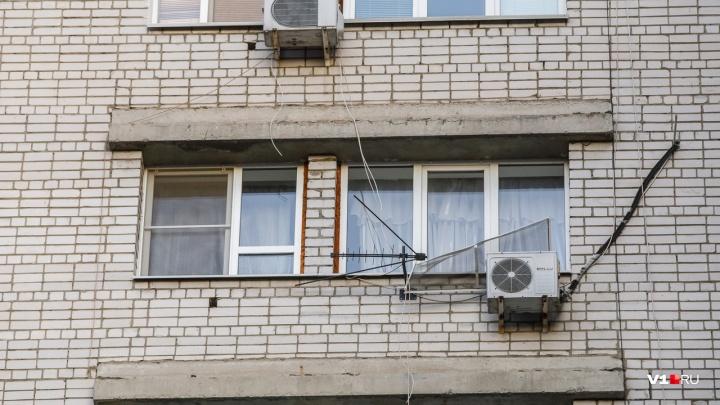 С собой были деньги и квитанция: в Краснооктябрьском районе из окна выпала молодая женщина