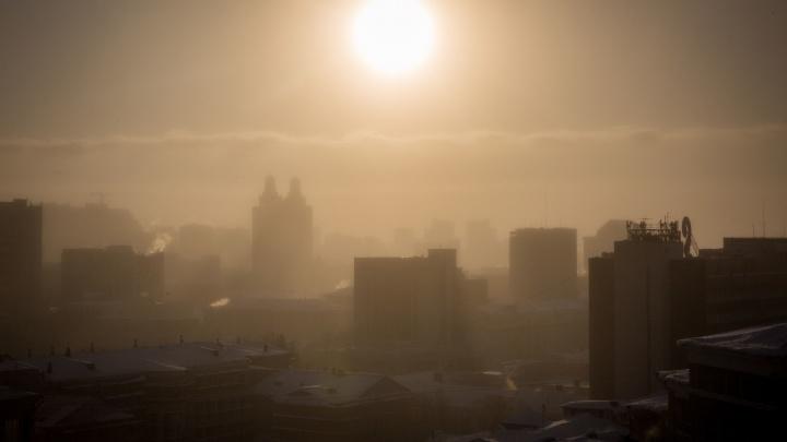 Воздух в Новосибирске наполнился вредными примесями. Синоптики рассказали, из-за чего это произошло