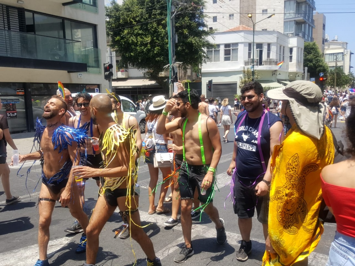 По мнению психолога, гей-парады не должны волновать человека, если они не нарушают его границ