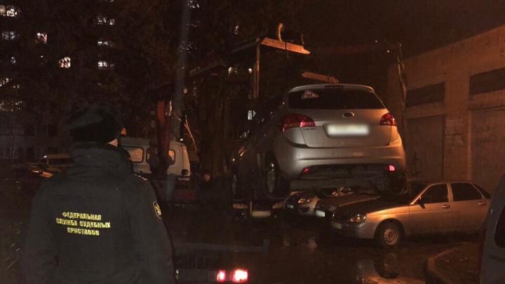В Сызрани приставы арестовали иномарку за долги по ЖКХ