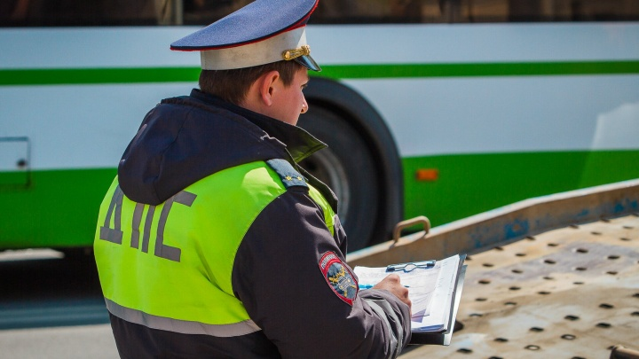 Влетел под фуру: ростовский водитель пострадал в аварии