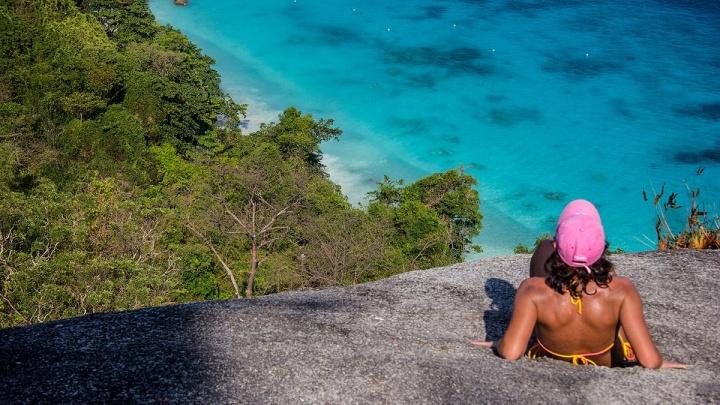 Бархатные пляжи: путевки на море подешевели — но позволить их себе могут только бездетные