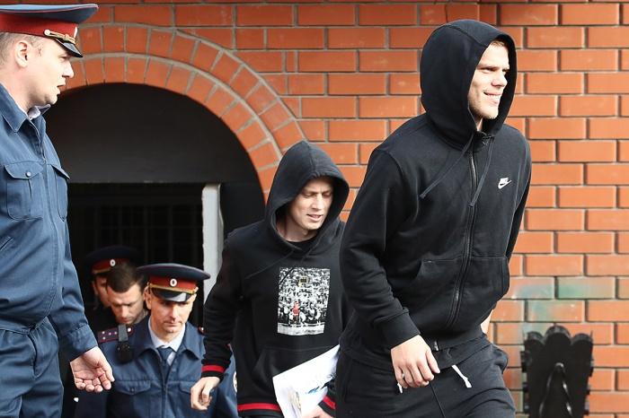 6 сентября суд согласился отпустить футболистов по УДО