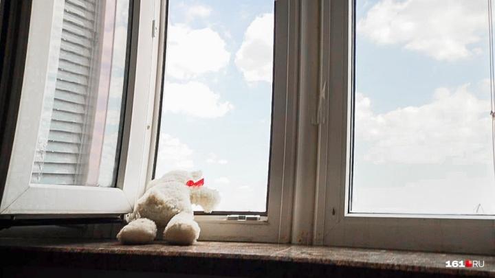 Выпал из окна: в Шахтах погиб ребенок