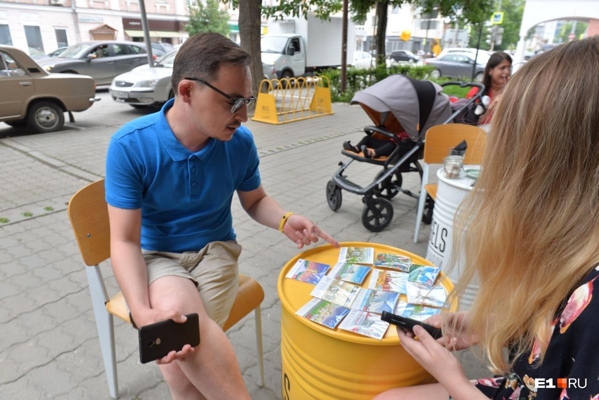 Сейчас Дмитрий ведёт переговоры с сувенирными магазинами в Москве
