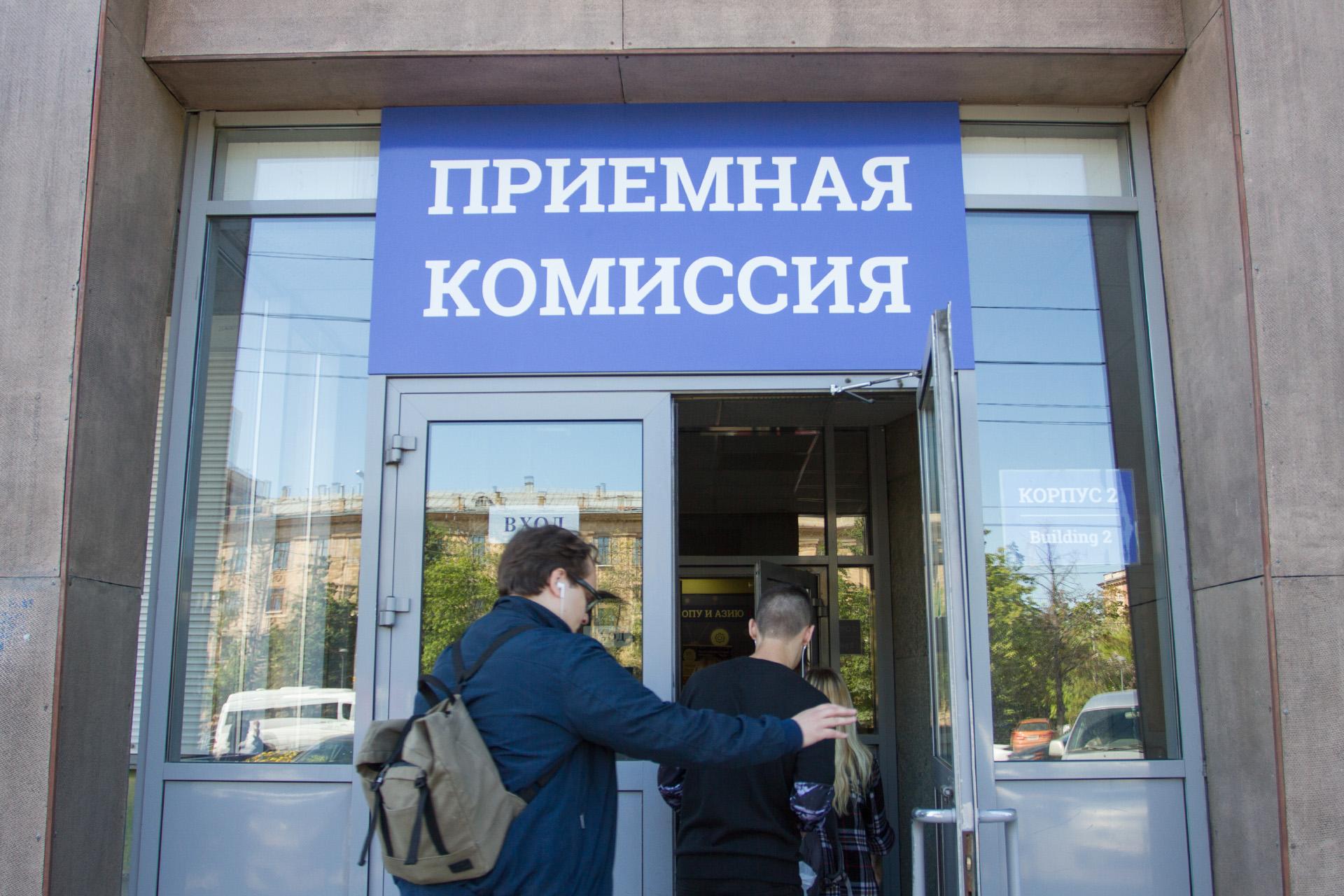 За обучение в вузах придётся платить от 100 до 190 тысяч рублей ежегодно