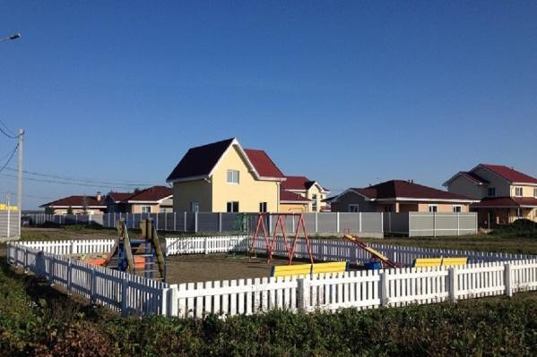 Новый поселок строится на берегу Кременкуля, в 8 км от шершневского кольца
