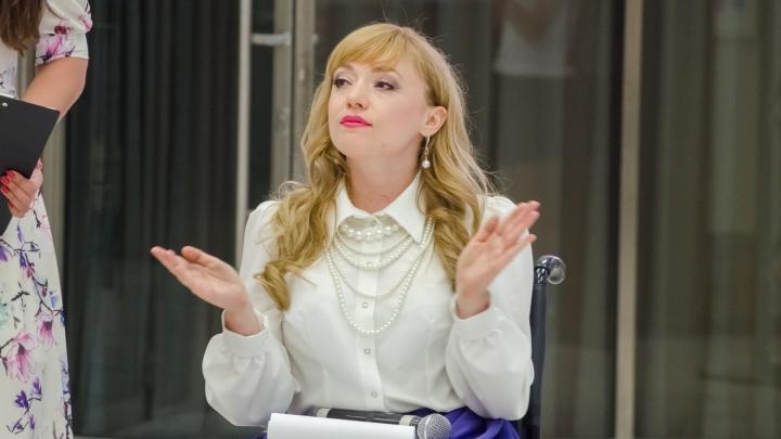 Сибирячка на инвалидном кресле пришла в мэрию на форум о доступной среде и не смогла зайти в здание