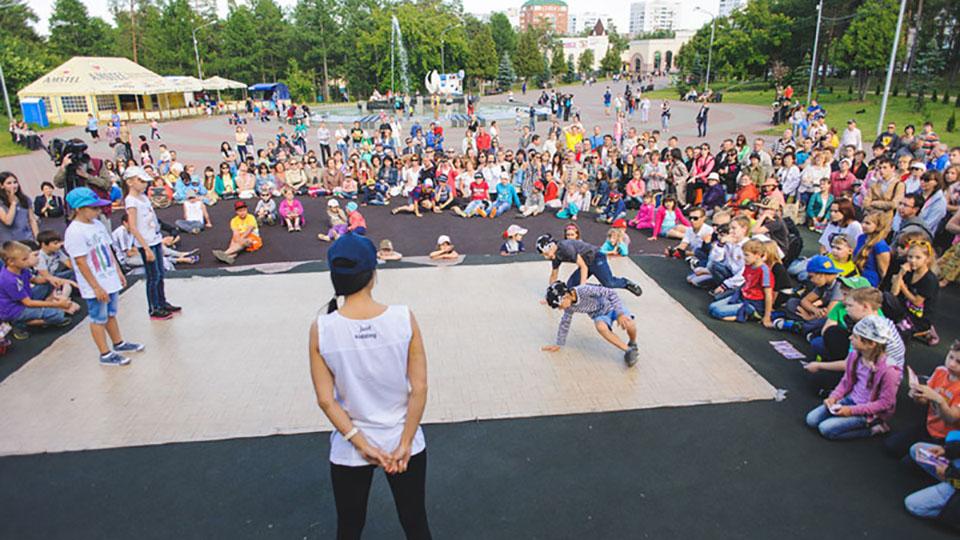 Танцы — это драйв, энергия и эмоции. В лагере Brooklyn ребята раскрывают свои таланты и находят новых друзей