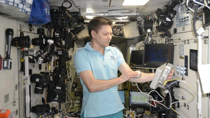 Самарскому космонавту на МКС сделали больно