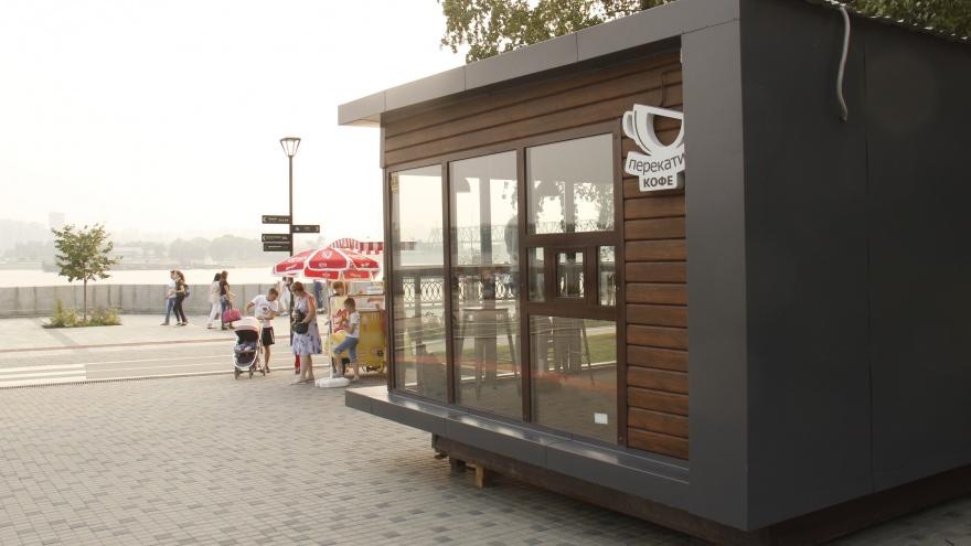 На Михайловской набережной поставили павильон с кофена летний период
