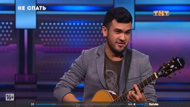 Омич заплатил 10 тысяч за выступление в шоу на ТНТ и спел про запой и девушку на «Ауди»