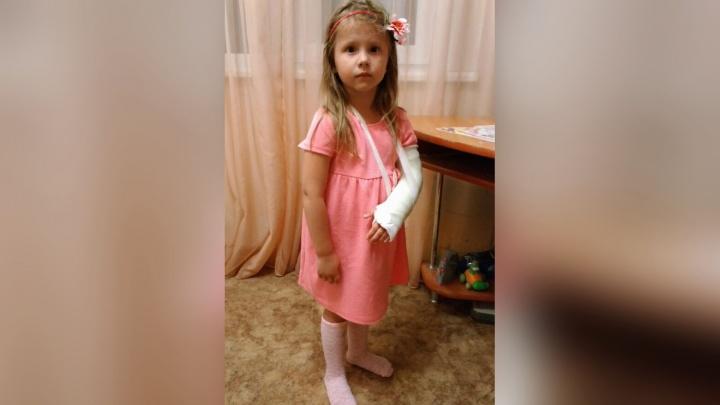 Вышла в дверь без стекла: четырёхлетняя девочка травмировалась в челябинском банке