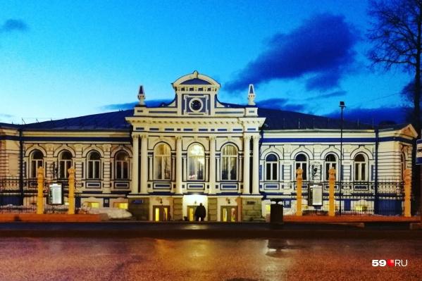Театру скоро исполнится 55 лет, а здание, которое он занимает, гораздо старше