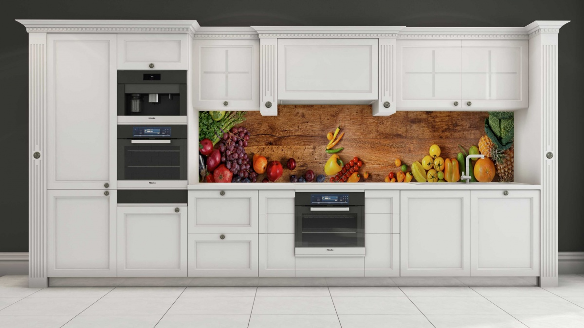 Что выбрать: кухонный фартук из закаленного стекла или из МДФ