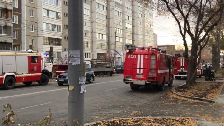 Во время пожара в квартире на Эльмаше погиб ребенок, которого мать оставила со знакомой