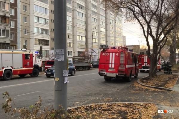 Пожар тушили семь машин