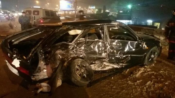 «Хонда» вылетела на встречку рядом с Димитровским мостом: водитель погиб, три человека пострадали
