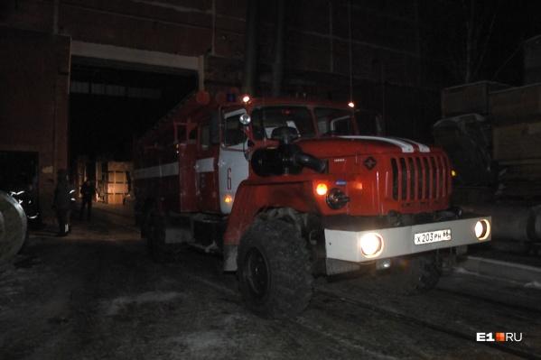 На месте работали 12 сотрудников МЧС на трех машинах