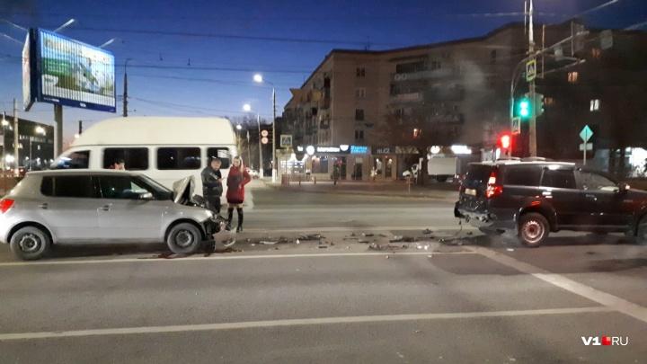 Врезалась в стоячего: появилось видео утреннего ДТП на 7-й Гвардейской