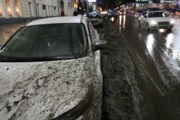 По словам Марата, грязь на дорогах провоцирует рост аварий