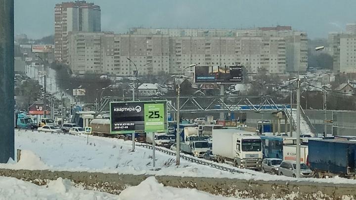 Сегодня пораньше: Новосибирск встал в 10-балльных пробках третий раз за неделю