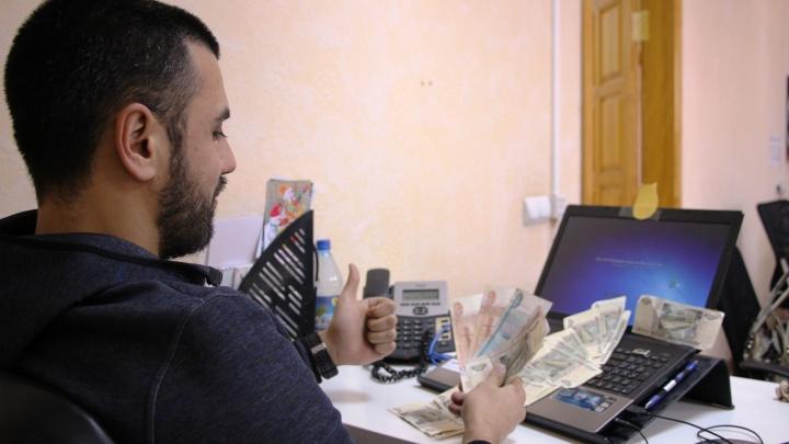 Только четверть опрошенных омских работодателей выдают сотрудникам 13-ю зарплату