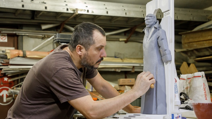 «Будет трехметровым»: волгоградский художник вылепил памятник всем жертвам Гражданской войны