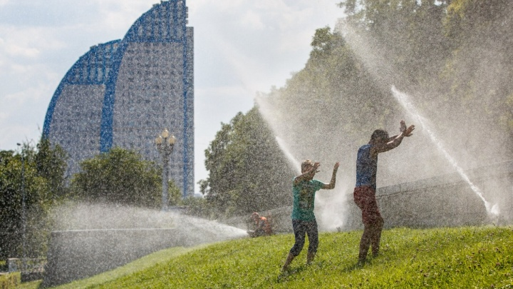 Волгоградцам обещают жару с дождями и грозами