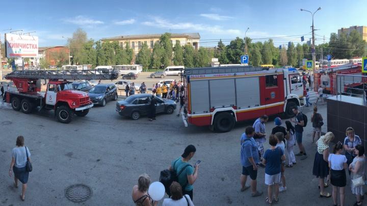 Из «Вива Лэнда» по тревоге эвакуировали сотни посетителей