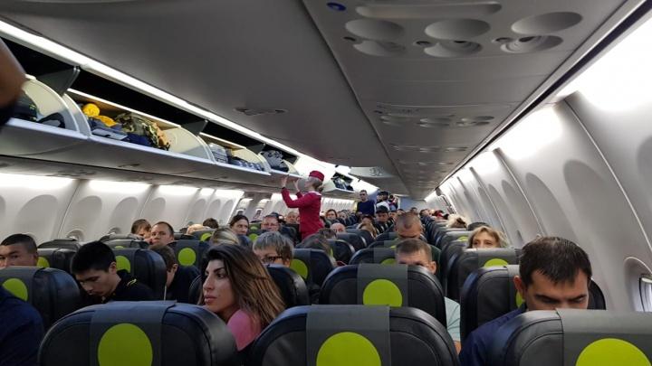 Самолёт из Новосибирска в Краснодар трижды не смог взлететь