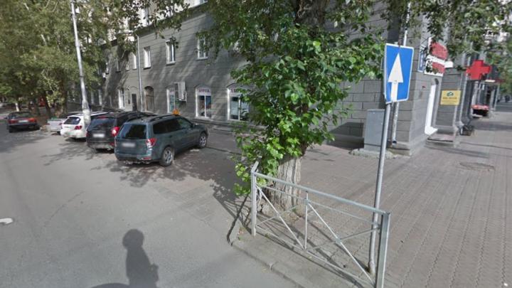 После публикации на НГС на улице возле администрации вернули дорожный знак