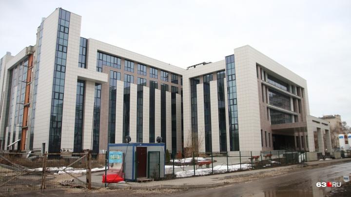 «Дооснастить и отдать людям»: министр Ратманов о судьбе недостроенной «Клиники сердца»