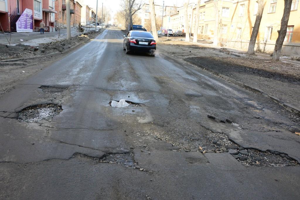 Убитые дороги постоянно становятся причиной аварий, но дорожников наказывают нечасто