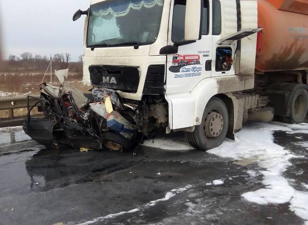 ВНижегородской области вДТП сбензовозом погибло 5 человек